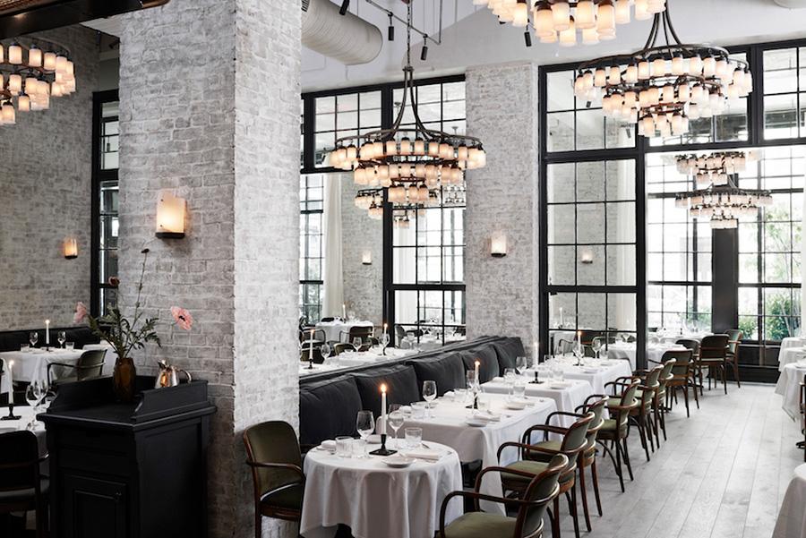 ロマンチックなインテリアと正統派フランス料理で迎えてくれる人気のお店、「ル・クク」